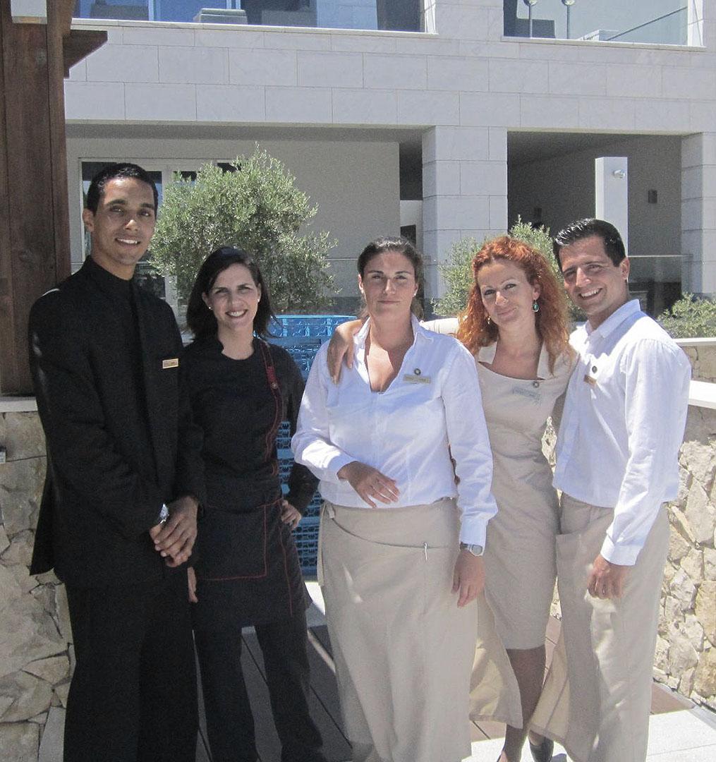 CRIADORA DOS UNIFORMES CONRAD HOTEL QUINTA DO LAGO, DESDE A SUA ABERTURA, EM MAIO DE 2013